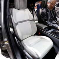 Range Rover Velar Costs Range Rover Sport Money in Geneva, Feels Lavish — autoevolution12
