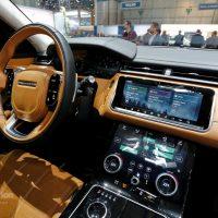 Range Rover Velar Costs Range Rover Sport Money in Geneva, Feels Lavish — autoevolution18